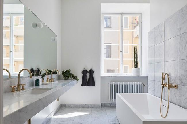Cứ nhẹ nhàng, đơn giản như những căn phòng tắm Scandinavian cũng đủ khiến biết bao người phải say đắm - Ảnh 12.