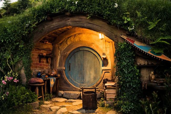 Ngôi làng độc đáo khi toàn bộ các nhà trong làng được xây dựa trên ý tưởng về ngôi nhà của người lùn Hobbit - Ảnh 4.