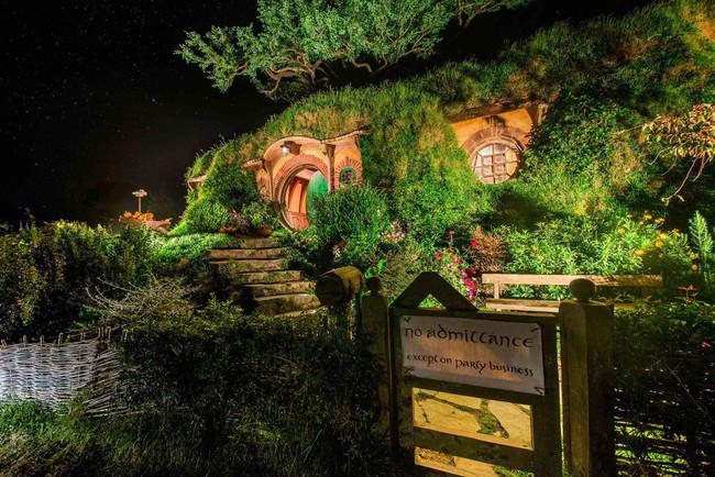 Ngôi làng độc đáo khi toàn bộ các nhà trong làng được xây dựa trên ý tưởng về ngôi nhà của người lùn Hobbit - Ảnh 6.