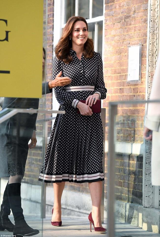 Dù thời trang có xoay vần thế nào, Công nương Kate vẫn không ngừng say mê kiểu váy này - Ảnh 4.