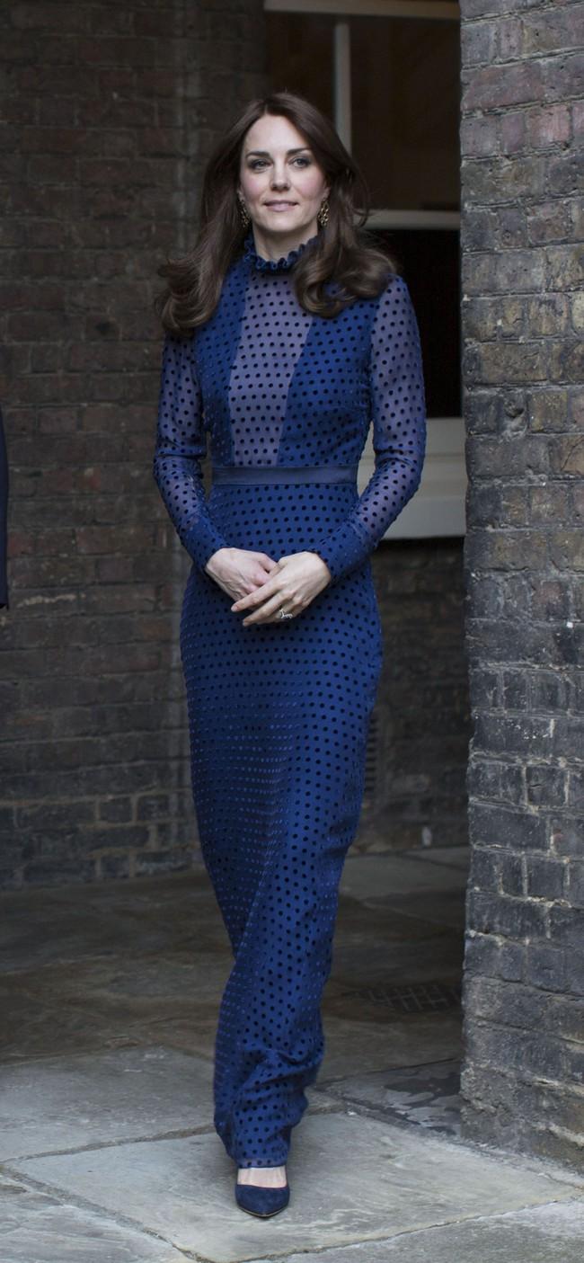 Dù thời trang có xoay vần thế nào, Công nương Kate vẫn không ngừng say mê kiểu váy này - Ảnh 6.