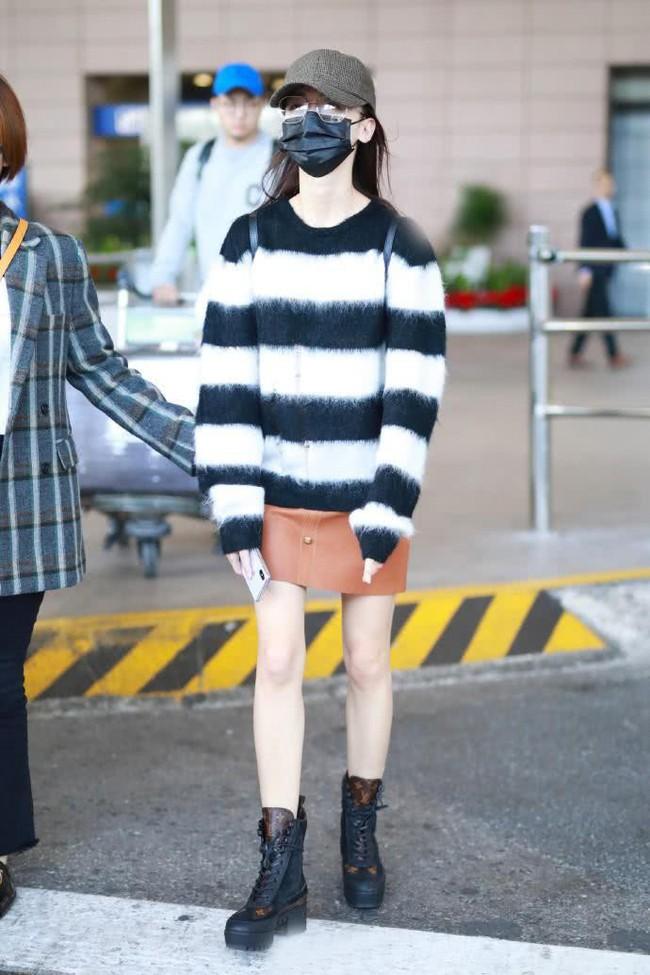 Diện áo len 22 triệu mà Ngô Cẩn Ngôn như mặc đồ Taobao, nhìn sang Giang Sơ Ảnh mới thấy rõ đẳng cấp - Ảnh 2.