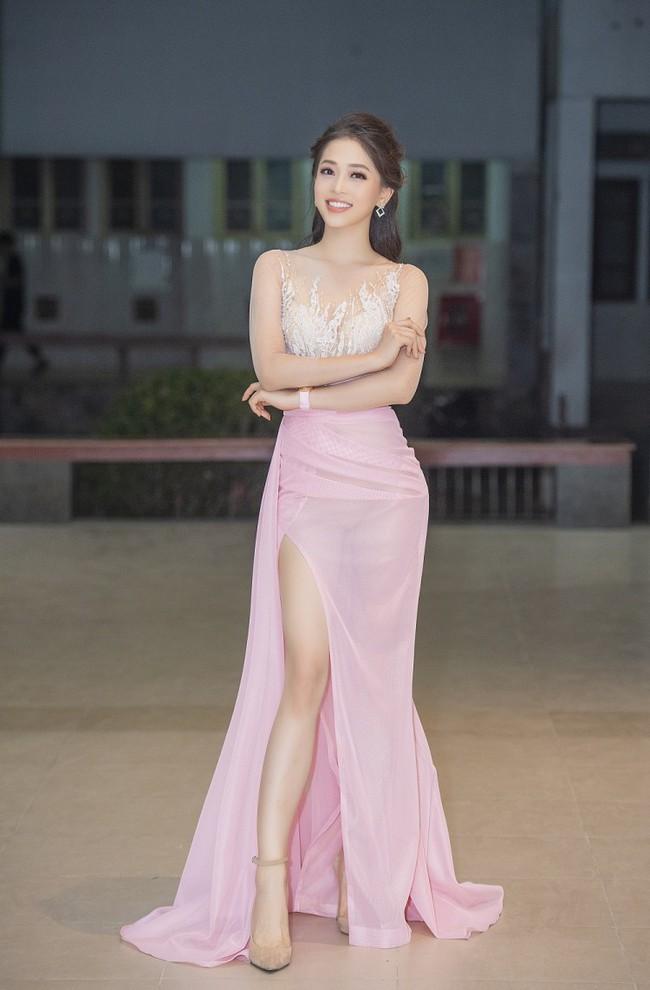 Mới trở về sau Miss Grand 2018, Á hậu Phương Nga đã vội diện đầm mỏng tanh lộ rõ nội y thế này - Ảnh 4.