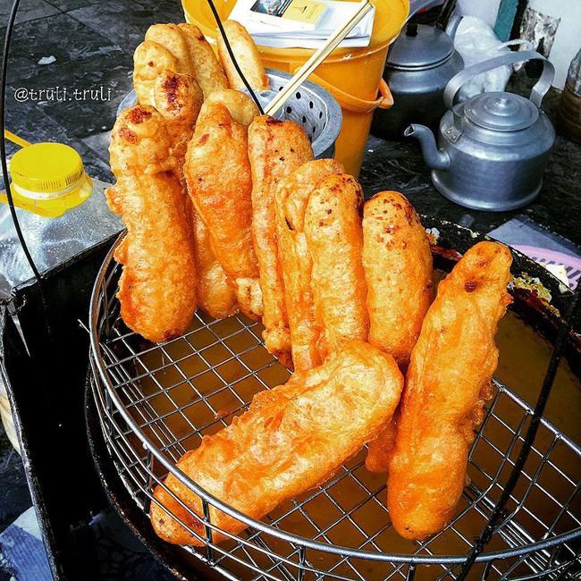 Lạnh rồi, rủ nhau đến những hàng bánh chuối ngon ở Hà Nội này ngay thôi, 1 hàng bánh tí hon nhưng chất khỏi bàn - Ảnh 3.
