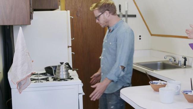 Quá chán nản với căn bếp cũ mèm, cặp vợ chồng trẻ tự tay cải tạo lại và nhận được cái kết bất ngờ - Ảnh 2.