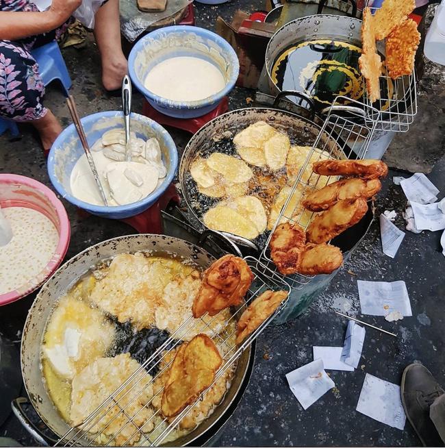 Lạnh rồi, rủ nhau đến những hàng bánh chuối ngon ở Hà Nội này ngay thôi, 1 hàng bánh tí hon nhưng chất khỏi bàn - Ảnh 8.