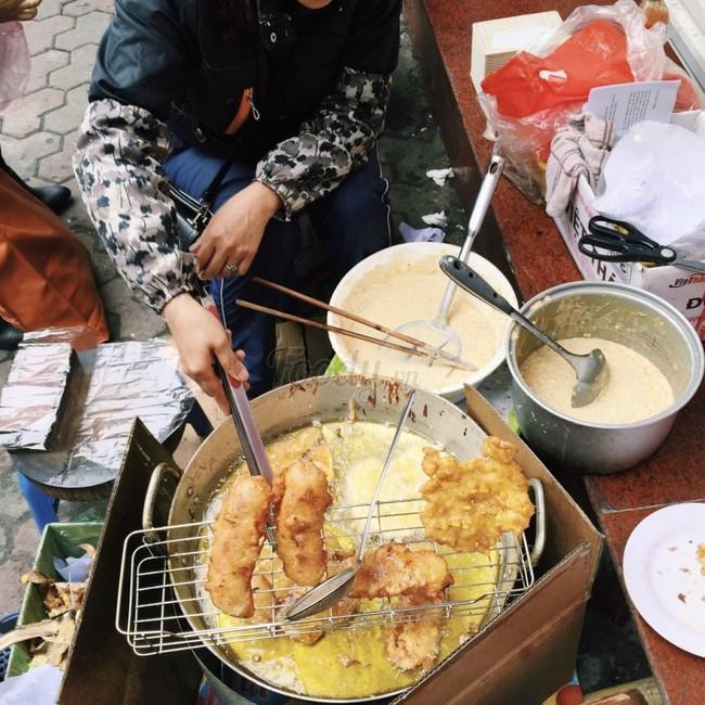 Lạnh rồi, rủ nhau đến những hàng bánh chuối ngon ở Hà Nội này ngay thôi, 1 hàng bánh tí hon nhưng chất khỏi bàn - Ảnh 11.