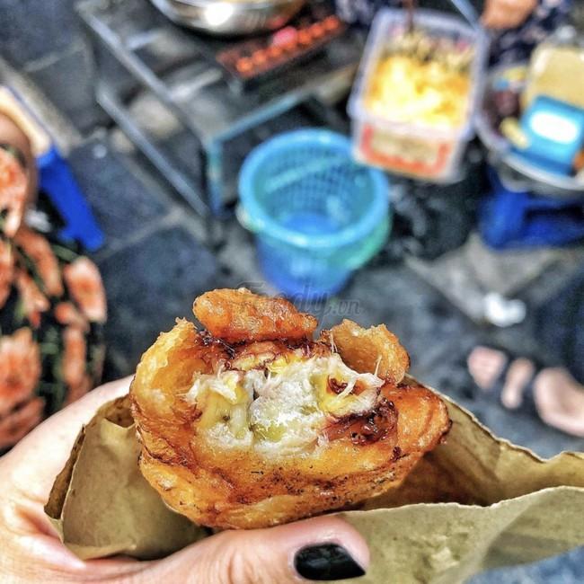 Lạnh rồi, rủ nhau đến những hàng bánh chuối ngon ở Hà Nội này ngay thôi, 1 hàng bánh tí hon nhưng chất khỏi bàn - Ảnh 15.