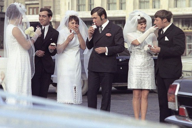 Bất ngờ về thời trang thanh lịch và gợi cảm của phụ nữ Liên Xô - Ảnh 10.
