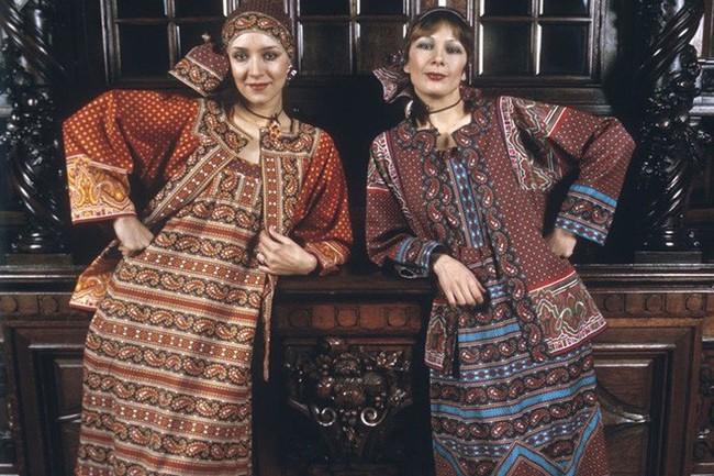 Bất ngờ về thời trang thanh lịch và gợi cảm của phụ nữ Liên Xô - Ảnh 15.