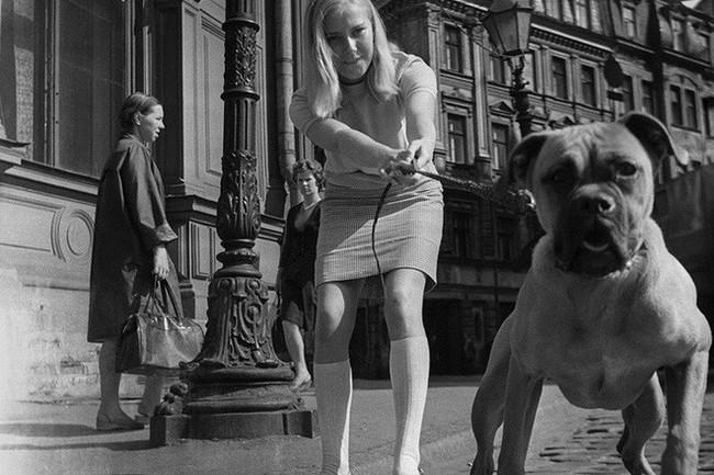 Bất ngờ về thời trang thanh lịch và gợi cảm của phụ nữ Liên Xô - Ảnh 2.