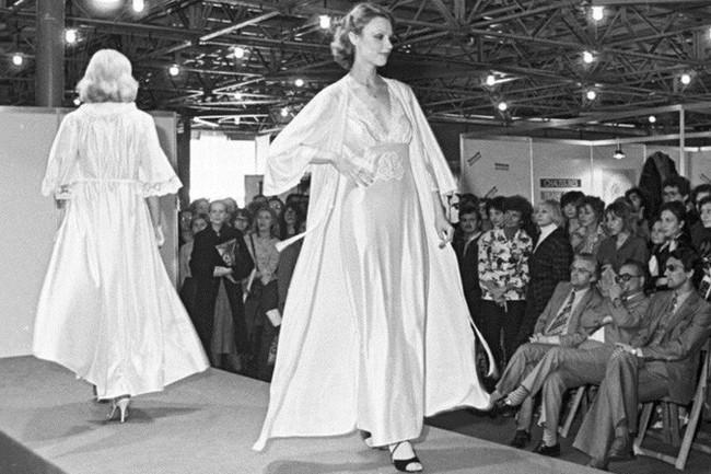 Bất ngờ về thời trang thanh lịch và gợi cảm của phụ nữ Liên Xô - Ảnh 3.
