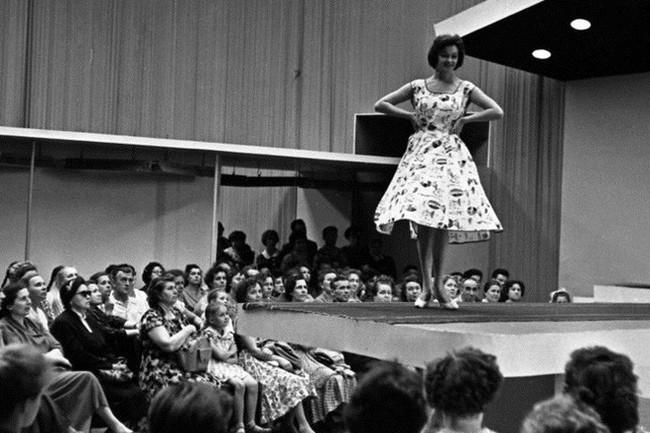 Bất ngờ về thời trang thanh lịch và gợi cảm của phụ nữ Liên Xô - Ảnh 4.