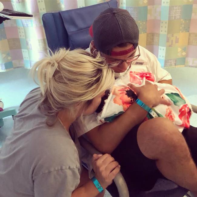 Thêm một em bé sơ sinh 12 ngày tuổi vĩnh viễn ra đi vì mắc virus Herpes từ nụ hôn thần chết - Ảnh 6.