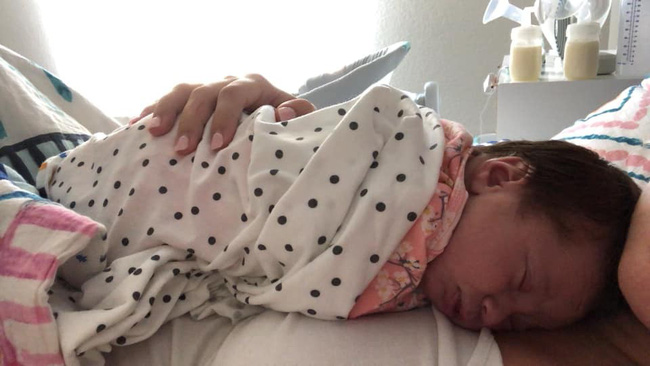 Thêm một em bé sơ sinh 12 ngày tuổi vĩnh viễn ra đi vì mắc virus Herpes từ nụ hôn thần chết - Ảnh 5.