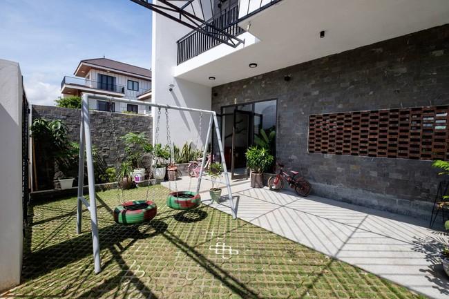 Ở đất Quảng Bình đầy nắng và gió vẫn xuất hiện ngôi nhà đẹp hoàn mỹ dù chỉ dùng gạch xây nhà để trang trí - Ảnh 3.