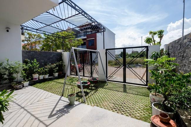Ở đất Quảng Bình đầy nắng và gió vẫn xuất hiện ngôi nhà đẹp hoàn mỹ dù chỉ dùng gạch xây nhà để trang trí - Ảnh 4.