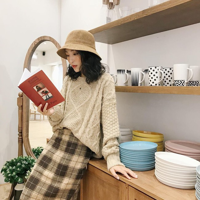 18 mẫu áo len mỏng đến từ các thương hiệu Việt khiến bạn say như điếu đổ và muốn sắm ngay trong mùa lạnh này - Ảnh 9.