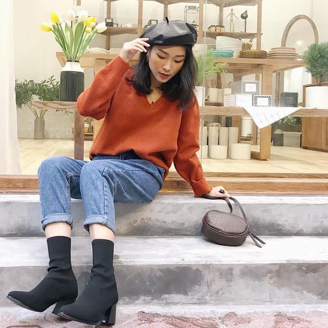 18 mẫu áo len mỏng đến từ các thương hiệu Việt khiến bạn say như điếu đổ và muốn sắm ngay trong mùa lạnh này - Ảnh 8.