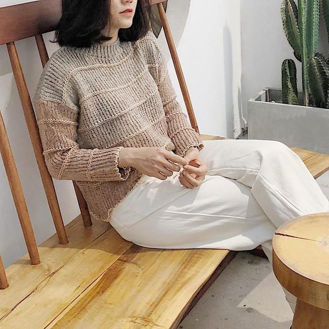 18 mẫu áo len mỏng đến từ các thương hiệu Việt khiến bạn say như điếu đổ và muốn sắm ngay trong mùa lạnh này - Ảnh 16.