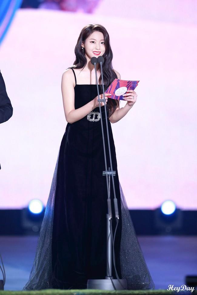 Màn lột xác thần thái ngoạn mục của báu vật quốc dân Seolhyun sau 3 năm: Mỹ nhân ngây thơ thành bà hoàng thảm đỏ - Ảnh 11.
