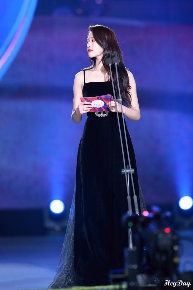 Màn lột xác thần thái ngoạn mục của báu vật quốc dân Seolhyun sau 3 năm: Mỹ nhân ngây thơ thành bà hoàng thảm đỏ - Ảnh 13.