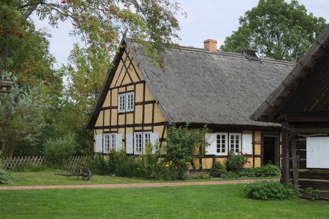 Những ngôi nhà ven sông xinh xắn, dịu dàng đẹp đến nao lòng ở làng quê nước Đức - Ảnh 12.