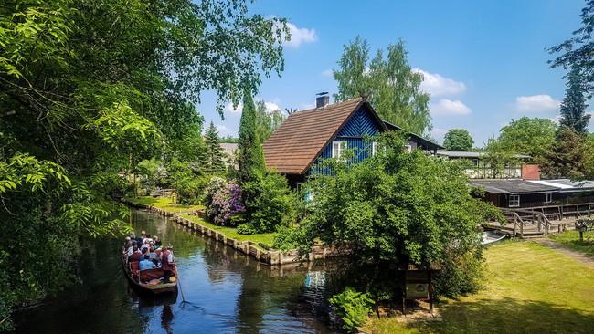 Những ngôi nhà ven sông xinh xắn, dịu dàng đẹp đến nao lòng ở làng quê nước Đức - Ảnh 10.