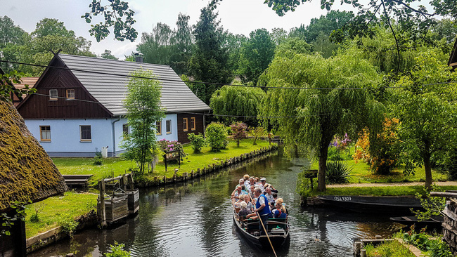 Những ngôi nhà ven sông xinh xắn, dịu dàng đẹp đến nao lòng ở làng quê nước Đức - Ảnh 9.