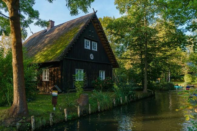 Những ngôi nhà ven sông xinh xắn, dịu dàng đẹp đến nao lòng ở làng quê nước Đức - Ảnh 8.