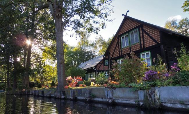 Những ngôi nhà ven sông xinh xắn, dịu dàng đẹp đến nao lòng ở làng quê nước Đức - Ảnh 7.