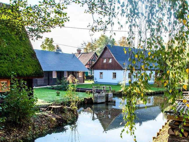 Những ngôi nhà ven sông xinh xắn, dịu dàng đẹp đến nao lòng ở làng quê nước Đức - Ảnh 5.