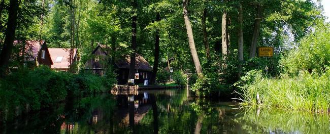 Những ngôi nhà ven sông xinh xắn, dịu dàng đẹp đến nao lòng ở làng quê nước Đức - Ảnh 4.