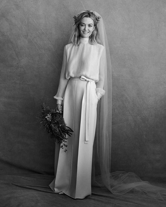 Chẳng đầm xòe lồng lộn, ái nữ thừa kế của ông trùm Zara vừa lên xe hoa trong bộ váy cưới đơn giản khác biệt nhất bạn từng thấy - Ảnh 3.