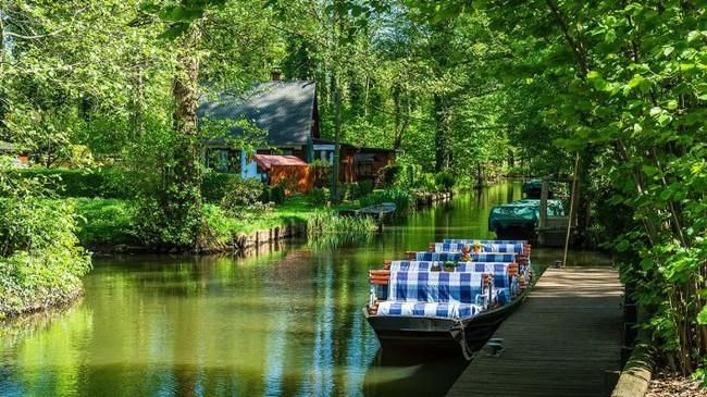 Những ngôi nhà ven sông xinh xắn, dịu dàng đẹp đến nao lòng ở làng quê nước Đức - Ảnh 3.