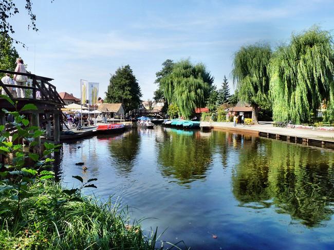 Những ngôi nhà ven sông xinh xắn, dịu dàng đẹp đến nao lòng ở làng quê nước Đức - Ảnh 2.