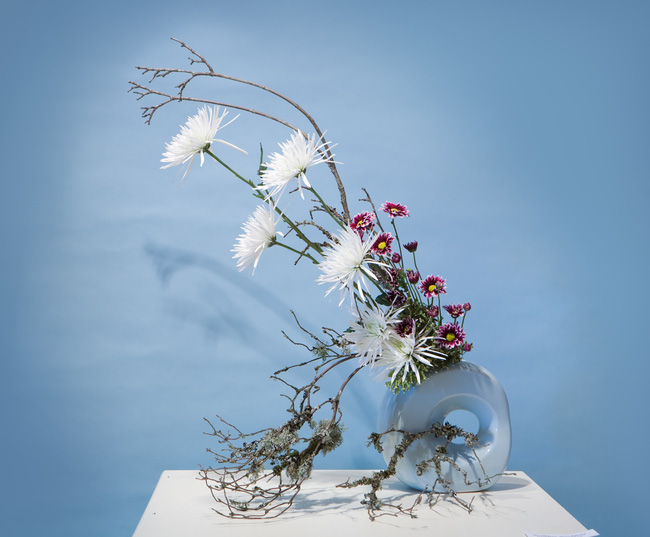 Ikebana - Nghệ thuật cắm hoa kết tinh từ triết lý sống của người dân đất nước Nhật Bản - Ảnh 1.