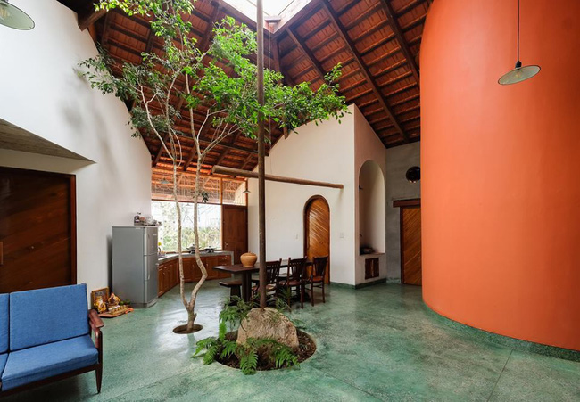 Ngôi nhà ngói ấm cúng như ngôi nhà nhỏ trên thảo nguyên của cặp vợ chồng giáo viên ở Lâm Đồng - Ảnh 5.