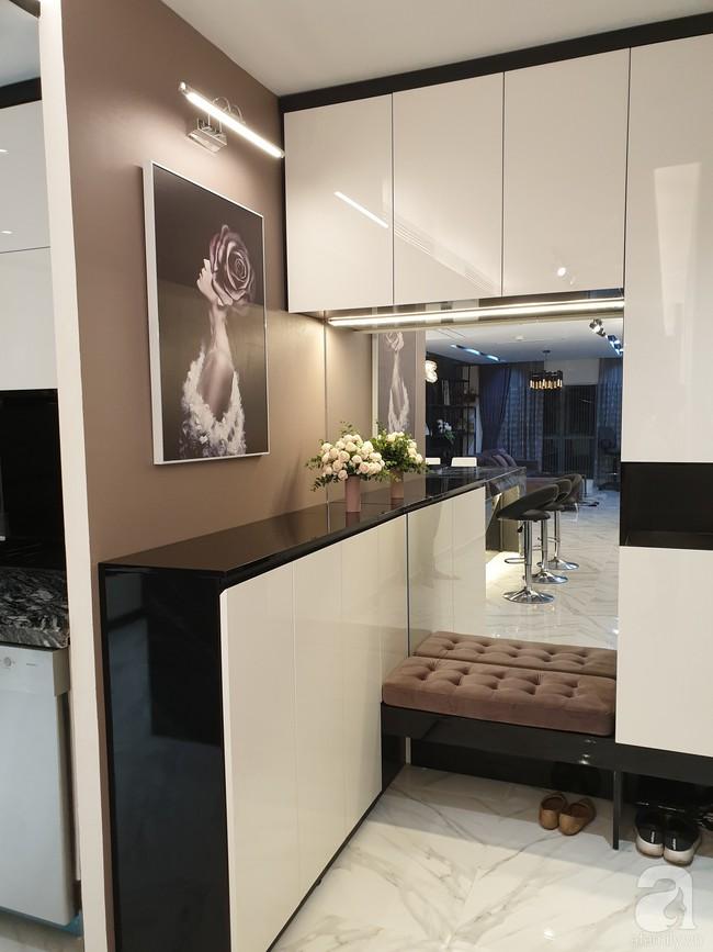 Căn hộ trên tầng 34 được đôi vợ chồng trẻ ở Hà Nội tự tay thiết kế và tâm huyết đến từng m²   - Ảnh 1.