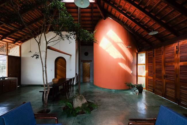 Ngôi nhà ngói ấm cúng như ngôi nhà nhỏ trên thảo nguyên của cặp vợ chồng giáo viên ở Lâm Đồng - Ảnh 6.