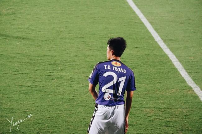 Trần Đình Trọng - Thanh niên nghiêm túc dùng cả thanh xuân để bỏ áo vào quần trên sân đấu - Ảnh 10.