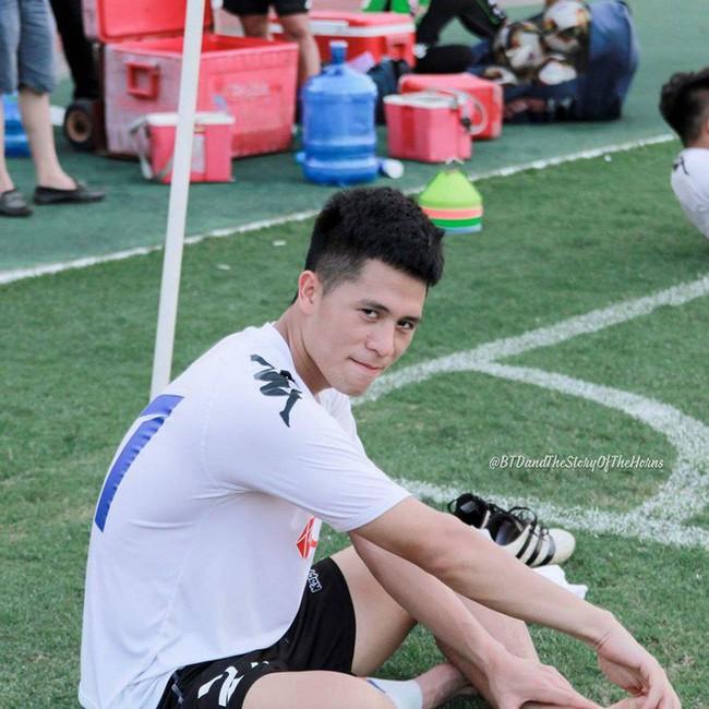 Trần Đình Trọng - Thanh niên nghiêm túc dùng cả thanh xuân để bỏ áo vào quần trên sân đấu - Ảnh 17.