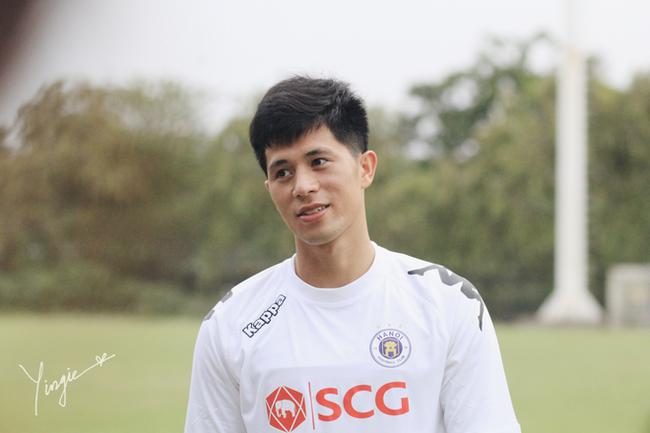 Trần Đình Trọng - Thanh niên nghiêm túc dùng cả thanh xuân để bỏ áo vào quần trên sân đấu - Ảnh 3.