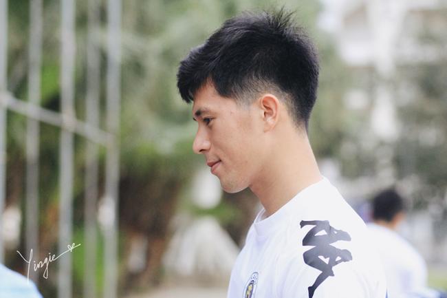 Trần Đình Trọng - Thanh niên nghiêm túc dùng cả thanh xuân để bỏ áo vào quần trên sân đấu - Ảnh 5.
