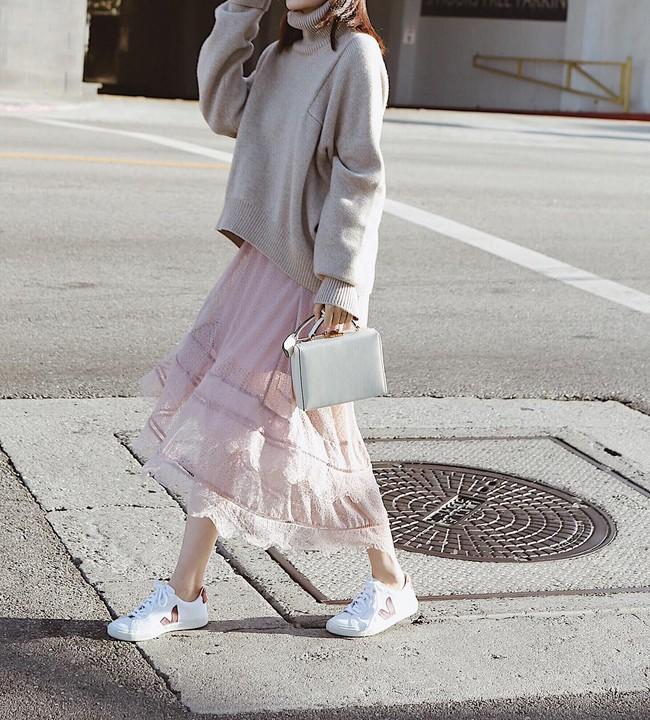 """Kết hợp cực """"ngọt"""" với mọi set đồ, sneakers chính là đôi giày phải sắm trong mùa đông năm nay - Ảnh 9."""