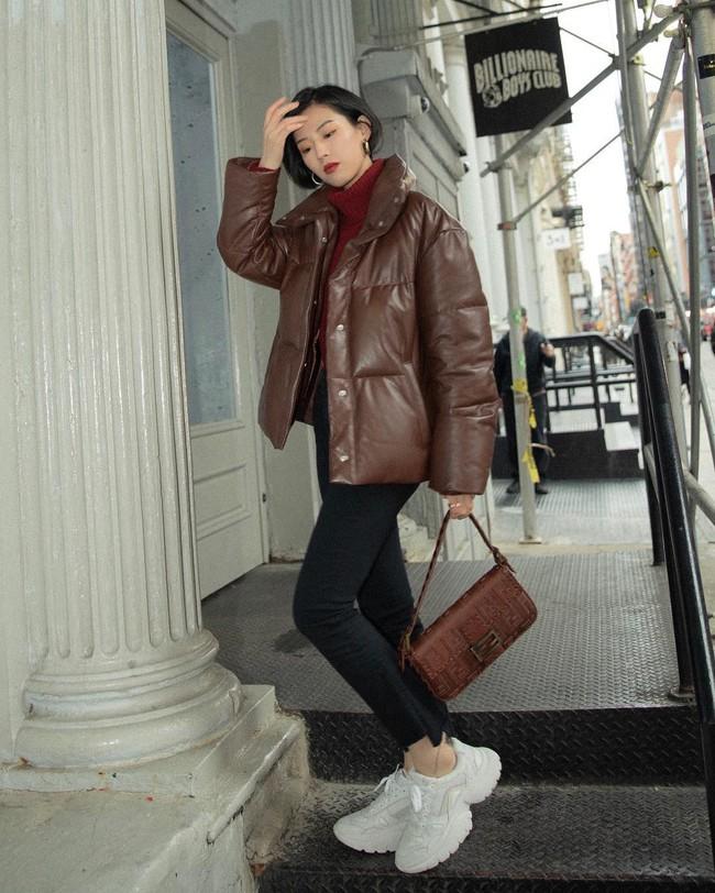 """Kết hợp cực """"ngọt"""" với mọi set đồ, sneakers chính là đôi giày phải sắm trong mùa đông năm nay - Ảnh 14."""