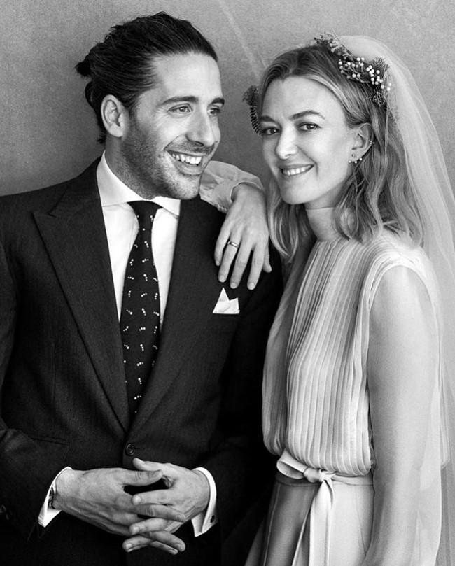 11 chiếc váy cưới đình đám nhất năm 2018: chiếc khoét lưng để khoe sẹo của cô dâu, chiếc đơn giản mà sang trọng tột cùng - Ảnh 16.