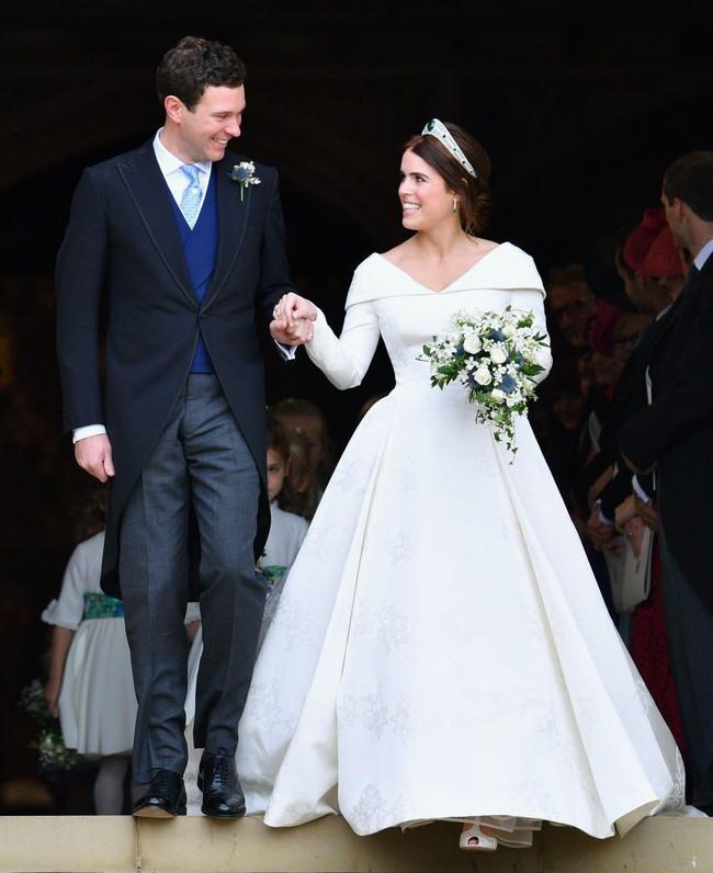 11 chiếc váy cưới đình đám nhất năm 2018: chiếc khoét lưng để khoe sẹo của cô dâu, chiếc đơn giản mà sang trọng tột cùng - Ảnh 19.