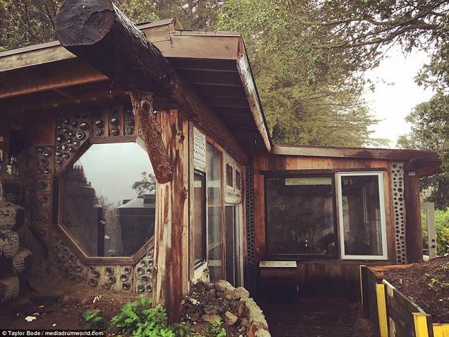 Cuộc sống hạnh phúc của cặp vợ chồng trẻ mất 1 năm và 250 triệu để tự xây nhà từ vỏ chai và lốp xe - Ảnh 7.