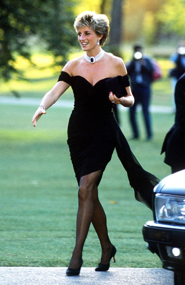 Sau ngày chồng công khai phản bội: Style của Công nương Diana thay đổi ngoạn mục, trở nên táo bạo sexy hơn bao giờ hết - Ảnh 3.